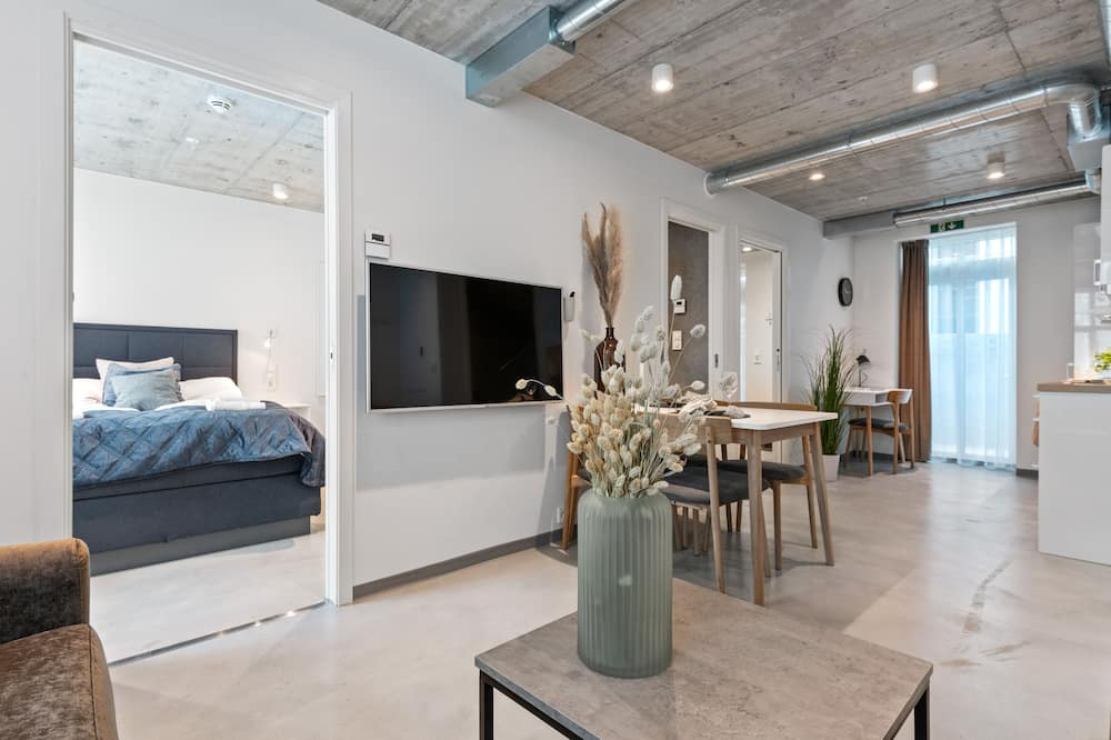 Apartment, 2 Bedrooms (202) - Living Area