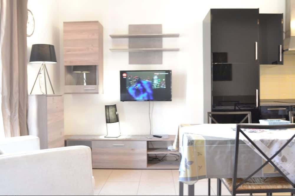 Studio (4 people) - In-Room Dining