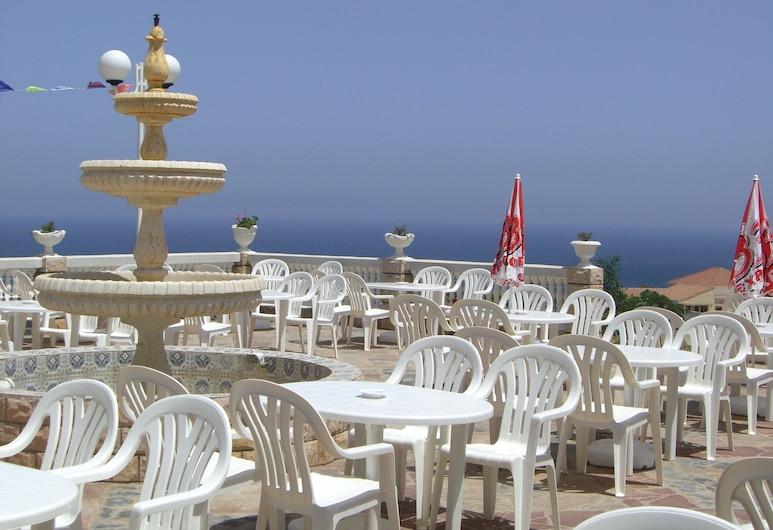 Mizrana Hotel, Tigzirt, Restoran na otvorenom