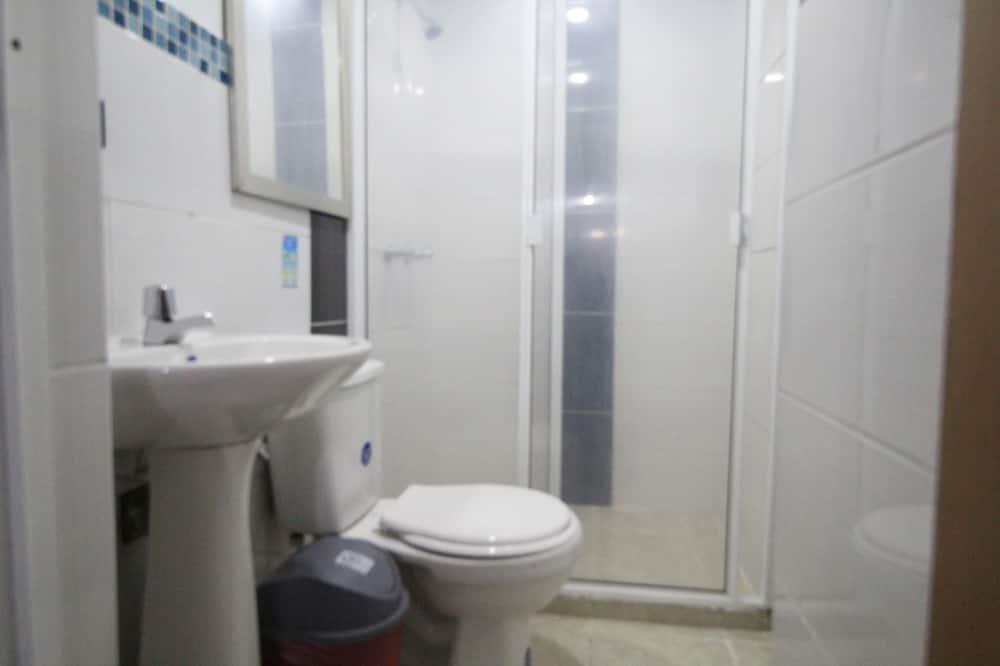 エコノミー トリプルルーム - バスルーム