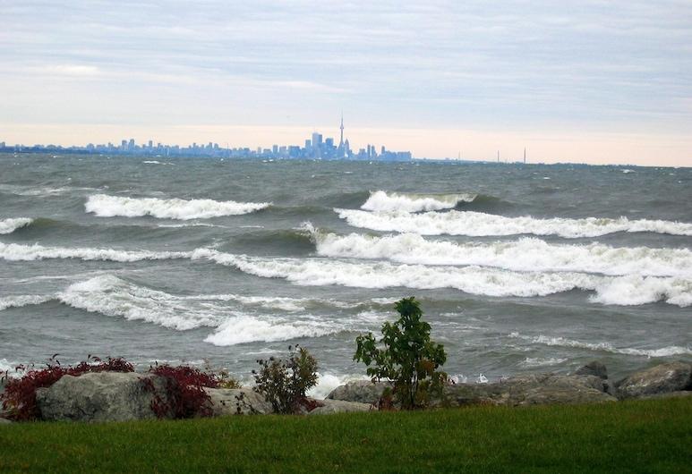 Condos at Lake Ontario, Hamilton, Strand
