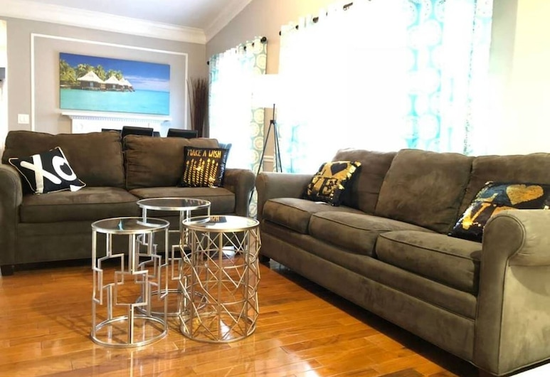6149 Sandcrest · Next TO Universal. 8 Beds. Pool. Very Clean, Orlando, Living Room