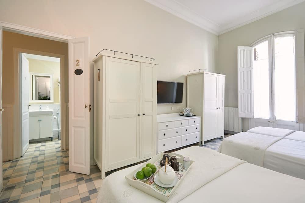 Family Room, 1 Bedroom, Balcony - Bathroom