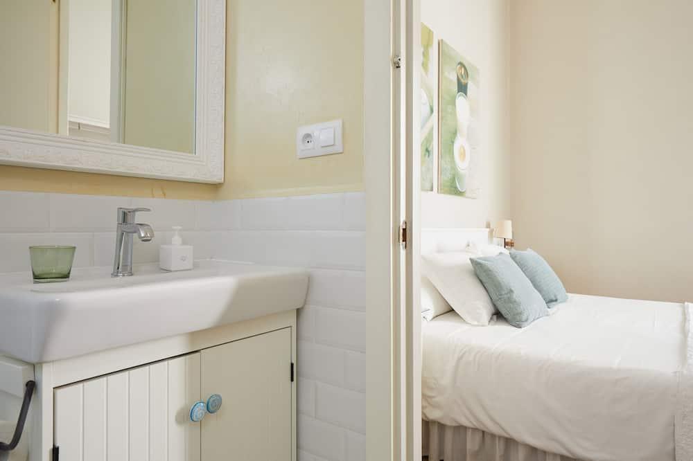Twin Room, Balcony - Bathroom