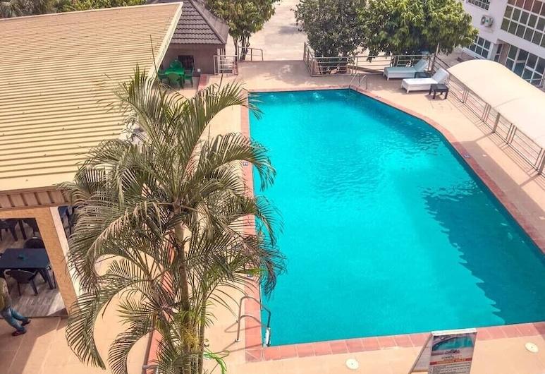Cosmos City Suites & Apartments, Ibadan, Útilaug