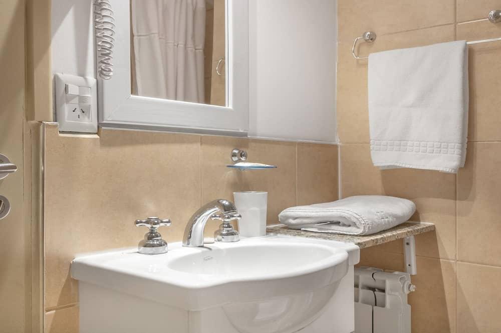 Basic Apartment - Bathroom Sink