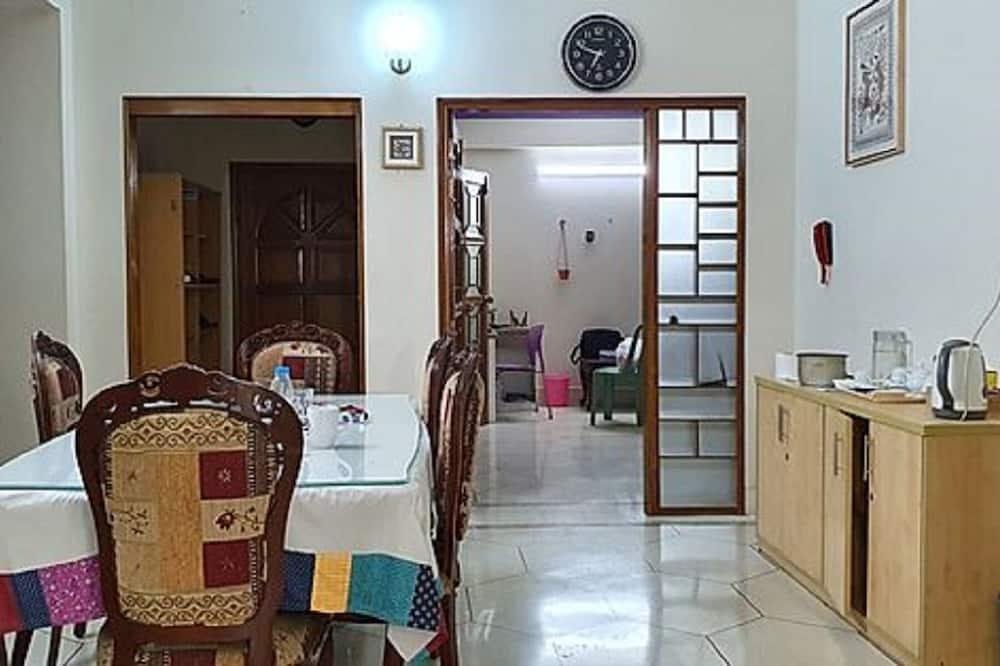 Elite House - Living Area
