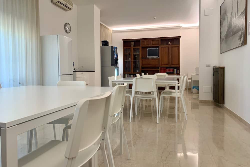 Double or Twin Room, Balcony - Shared kitchen facilities