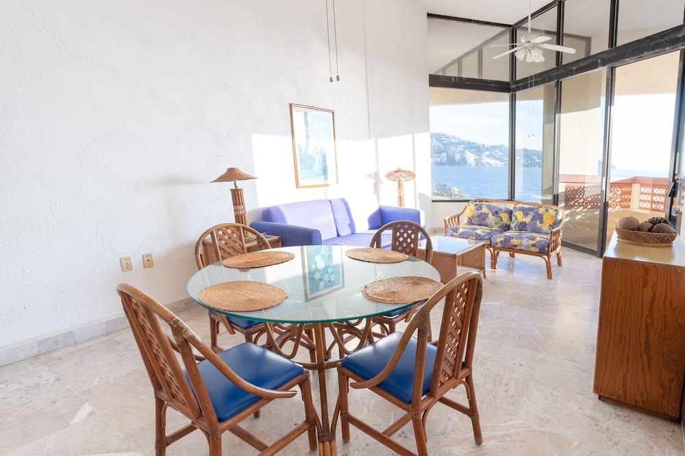 Deluxe Room, Ocean View - Shared kitchen