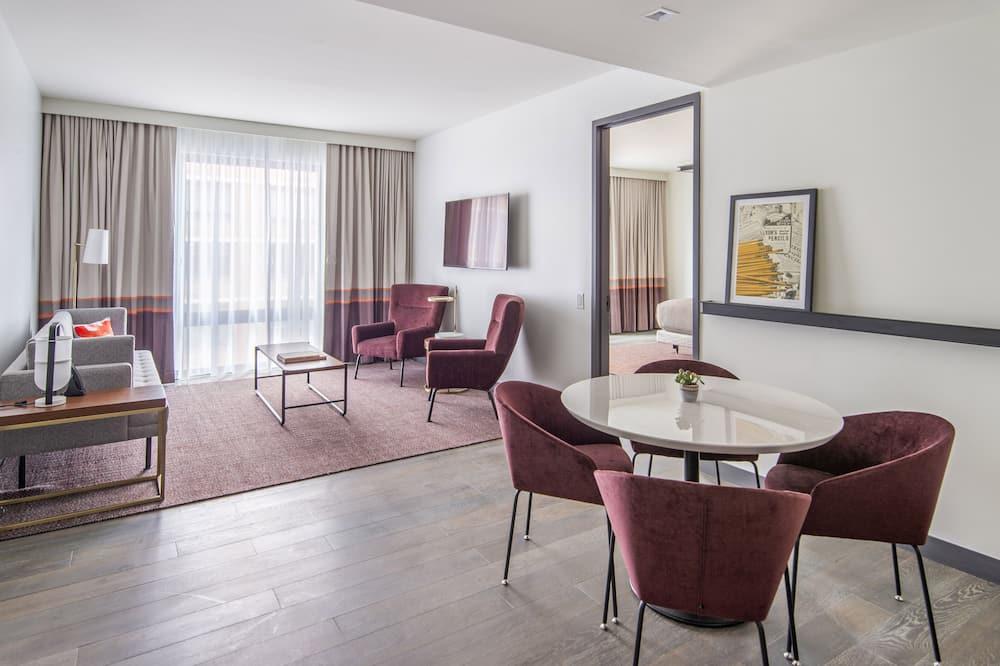 Apartmán, 1 extra veľké dvojlôžko, bezbariérová izba (Roll-In Shower, Mobility & Hearing) - Obývačka