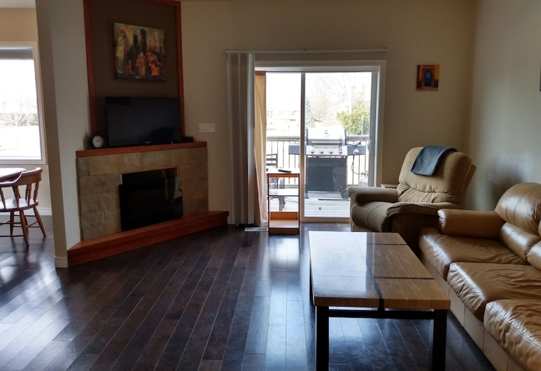 Better Than a Motel, St. Clair, Business House, Living Room