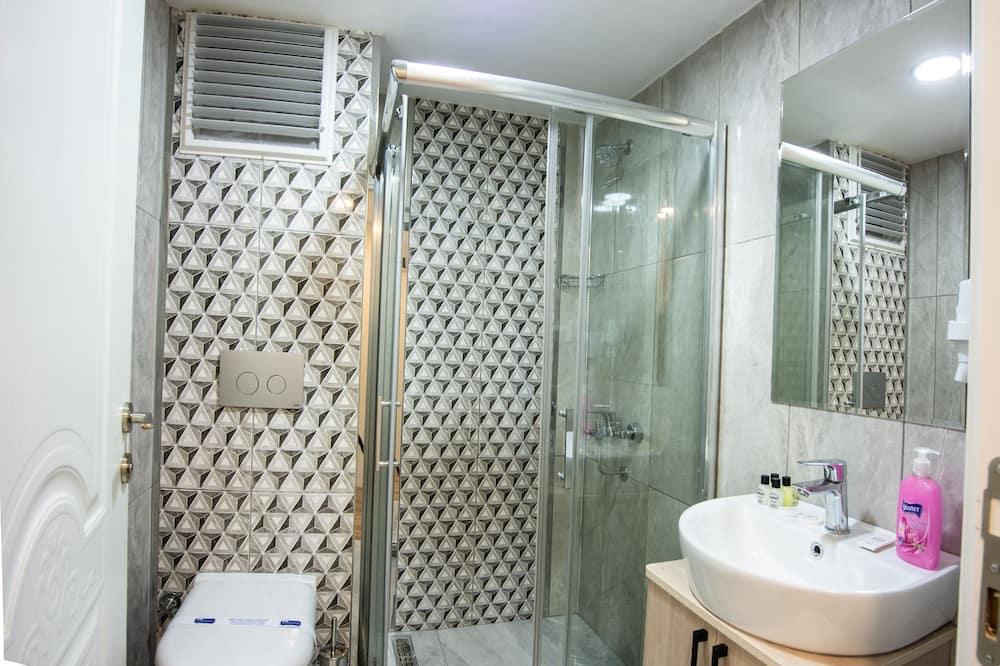 חדר סטנדרט זוגי או טווין - חדר רחצה