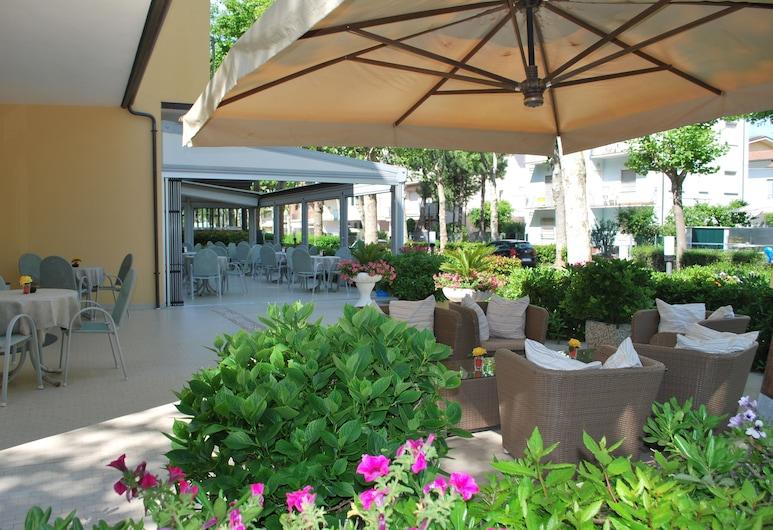 Hotel Cristoforo Colombo, Cesenatico, Terrace/Patio