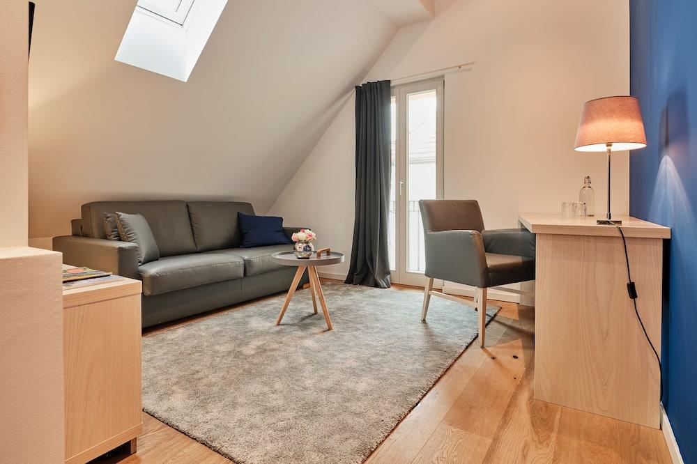 Basic Suite (Studio) - Living Area