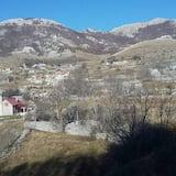 Τρίκλινο Δωμάτιο (P1) - Θέα στο βουνό