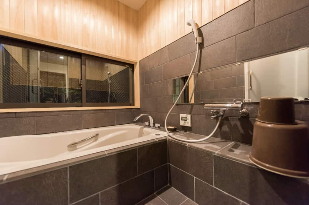 Private Vacation Home - Bathroom