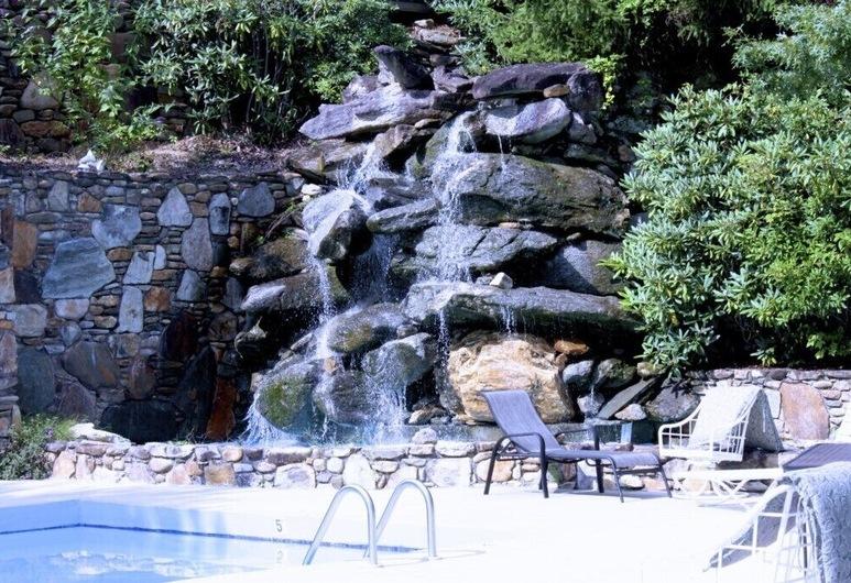 North Carolina Mountain Retreat, 托克萨韦湖, 公寓式客房, 游泳池