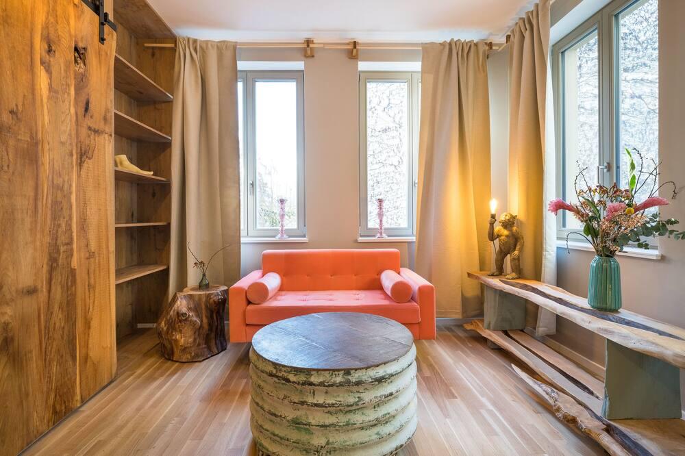 Deluxe Apartment, 2 Bedrooms, Non Smoking, Bathtub - Living Area