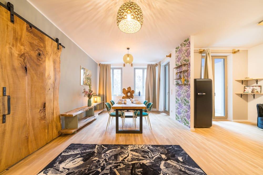 Deluxe Apartment, 1 Bedroom, Non Smoking, Courtyard Area - Living Room