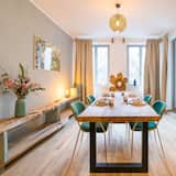 Deluxe Apartment, 1 Bedroom, Non Smoking, Courtyard Area - In-Room Dining