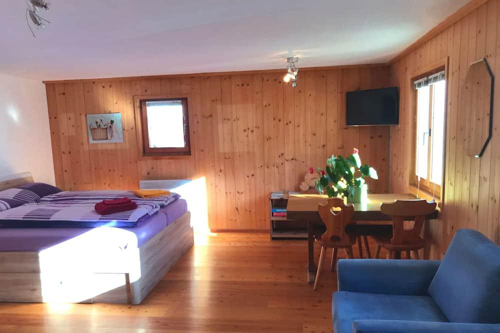 Classic Triple Room - Living Area