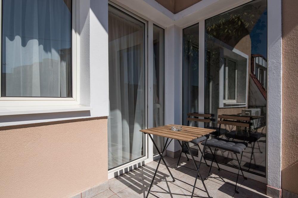 Comfort Room, Balcony, Courtyard View - Balcony