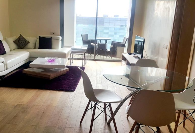 Apartment With one Bedroom in Casablanca, With Wonderful sea View, Enclosed Garden and Wifi, คาซาบลังกา, ห้องนั่งเล่น