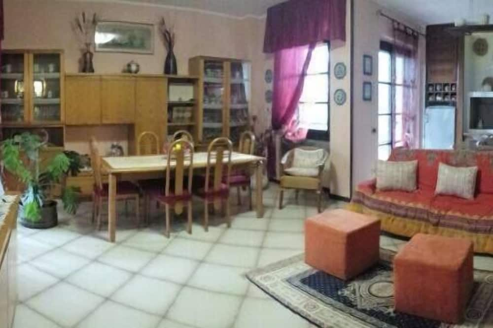 Dvivietis kambarys, atskiras vonios kambarys (external) - Svetainė
