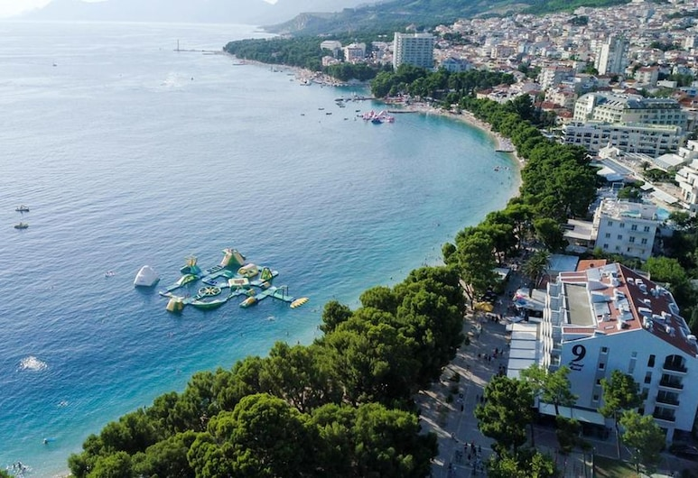 Apartment With 2 Bedrooms in Makarska, With Wonderful sea View, Furnished Terrace and Wifi, Makarska, Beach