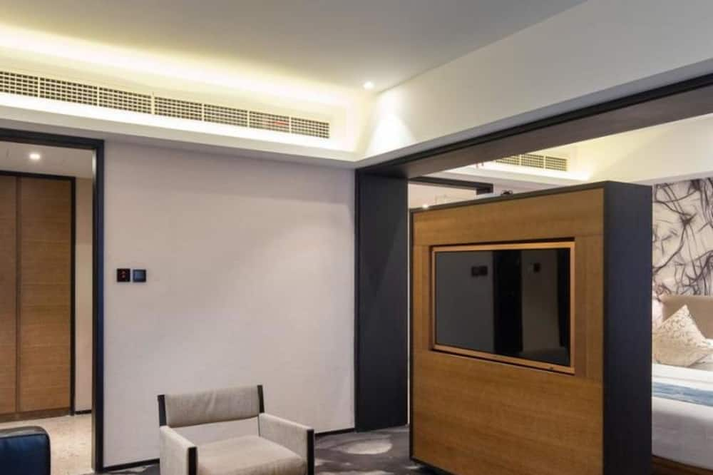 Business Suite, Non Smoking - Living Area