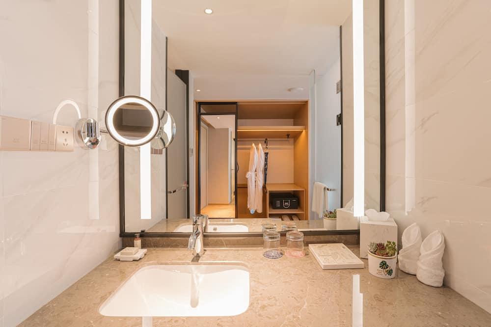 Deluxe-dobbeltværelse - Bruser på badeværelset