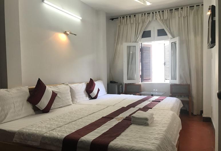 OYO 865 Manh Hung Hotel, Ho Chi Minh City, Superior Quadruple Room, Guest Room