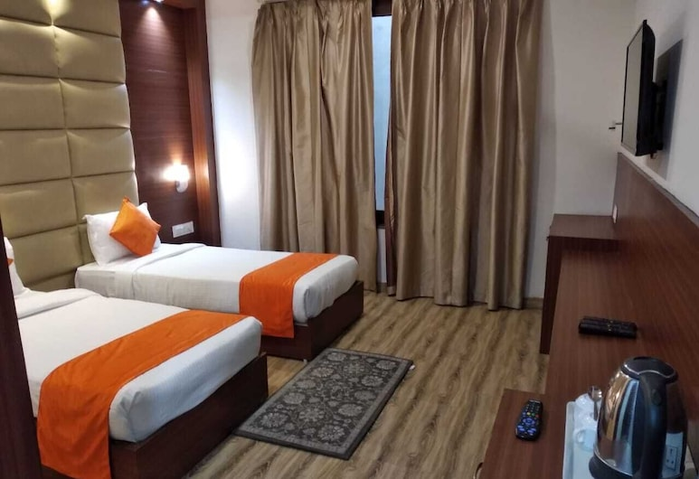 Hotel Marygold Agra, Agra, Deluxe Room, Guest Room