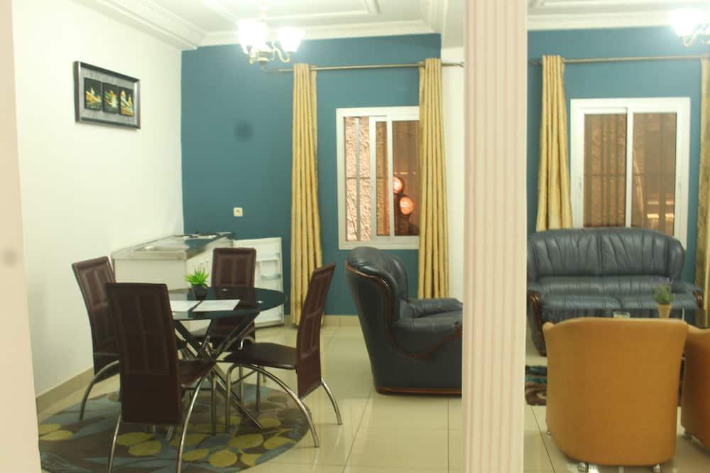 Studio Senior - Phòng khách