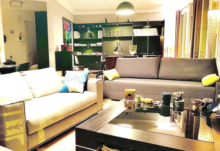 Apartment With 2 Bedrooms in Paris, With Balcony and Wifi, 巴黎, 客廳