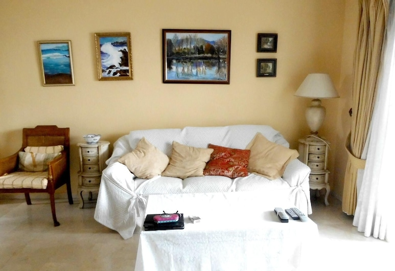 Apartment With 2 Bedrooms in Marbella, With Shared Pool, Furnished Balcony and Wifi - 500 m From the Beach, マルベラ, リビング ルーム