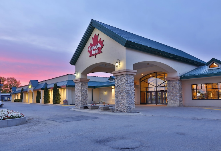 Canad Inns Destination Centre Portage la Prairie, Portage La Prairie, Hotel Front – Evening/Night