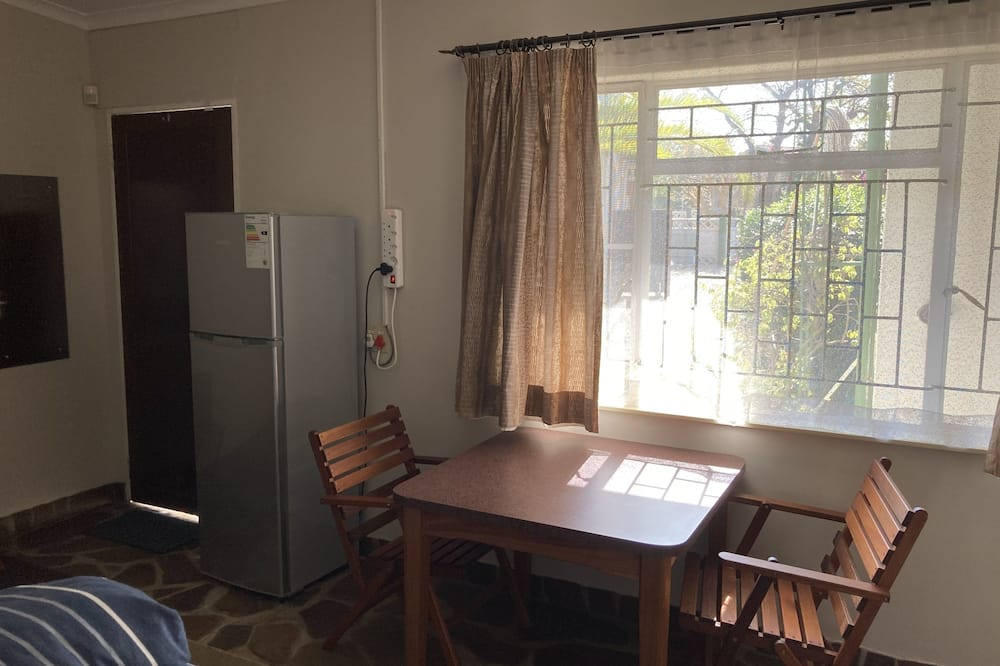 Basic Double Room, 1 King Bed, Non Smoking, Private Bathroom - In-Room Dining