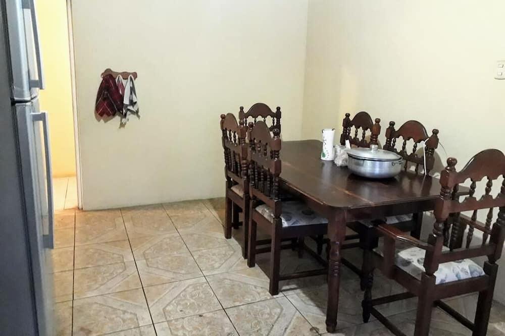 Prabangaus stiliaus dvivietis kambarys - Vakarienės kambaryje