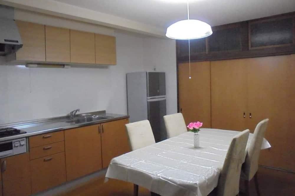 Kambarys, bendras vonios kambarys (Western Style, 3 guests) - Vakarienės kambaryje
