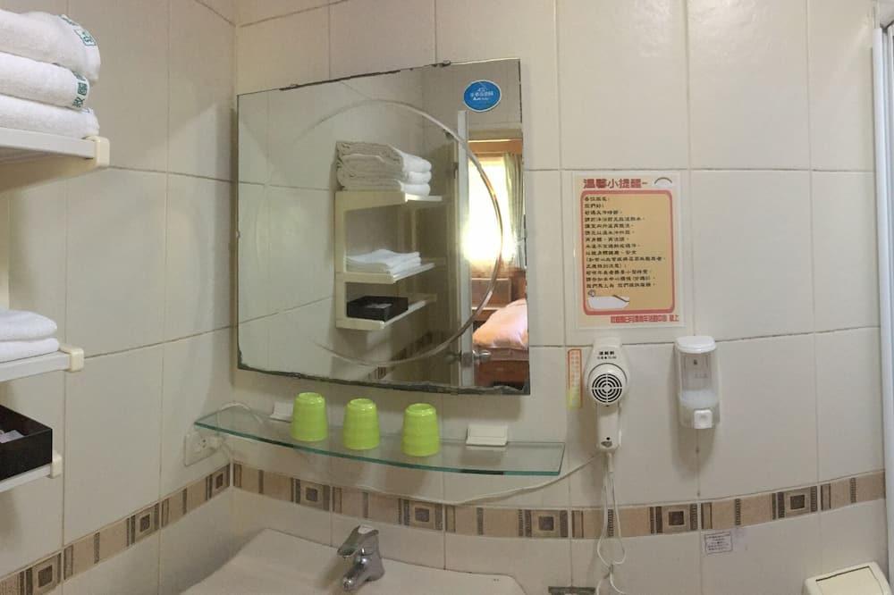 Vardinės klasės trobelė (2PAX) - Vonios kambarys