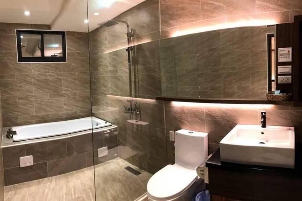 Deluxe dvokrevetna soba, kada - Kupaonica