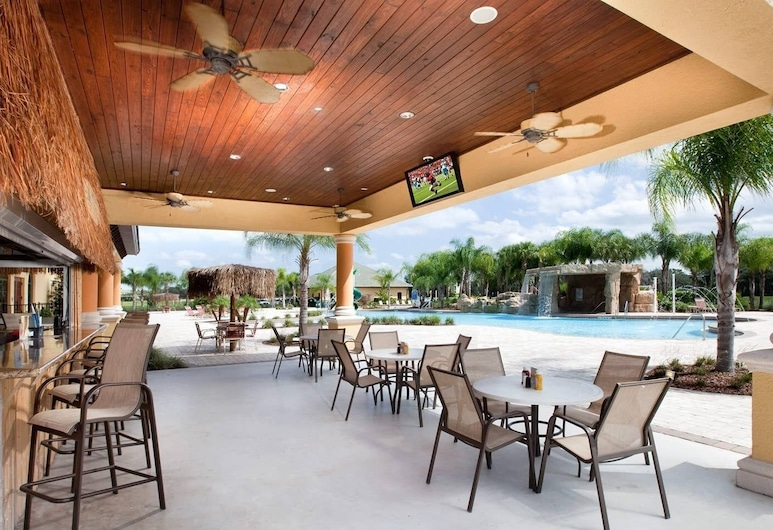Posh and Spacious Lake View Home, Only Minutes From Disney 4bd/3ba #3pp857, Kissimmee, Pool