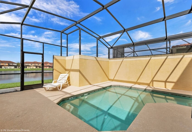 Posh and Spacious Lake View Home, Only Minutes From Disney 4bd/3ba #3pp857, Kissimmee, Svømmebasseng