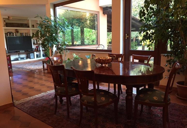 เลแควร์เช, Formello, ห้องอาหารเช้า