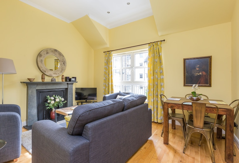 393 Old Tolbooth Wynd Apartment 3, Edinburgh, Appartement (2 Bedrooms), Woonkamer