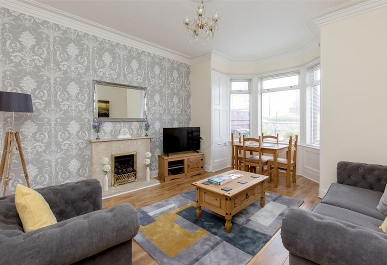 414 - Lochend Road Apartment, Edinburgh