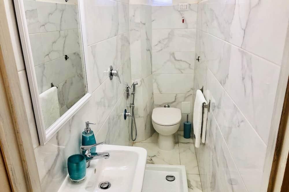 Gemeinsamer Schlafsaal, Nur Frauen - Badezimmer