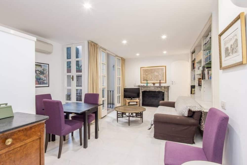 Apartment, 3 Bedrooms, Patio - Living Area