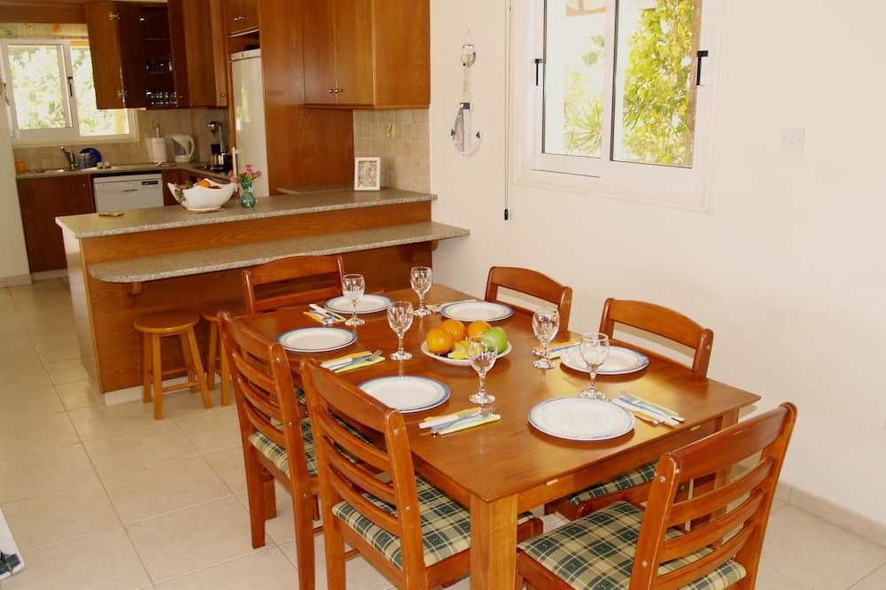 Family Villa - In-Room Dining